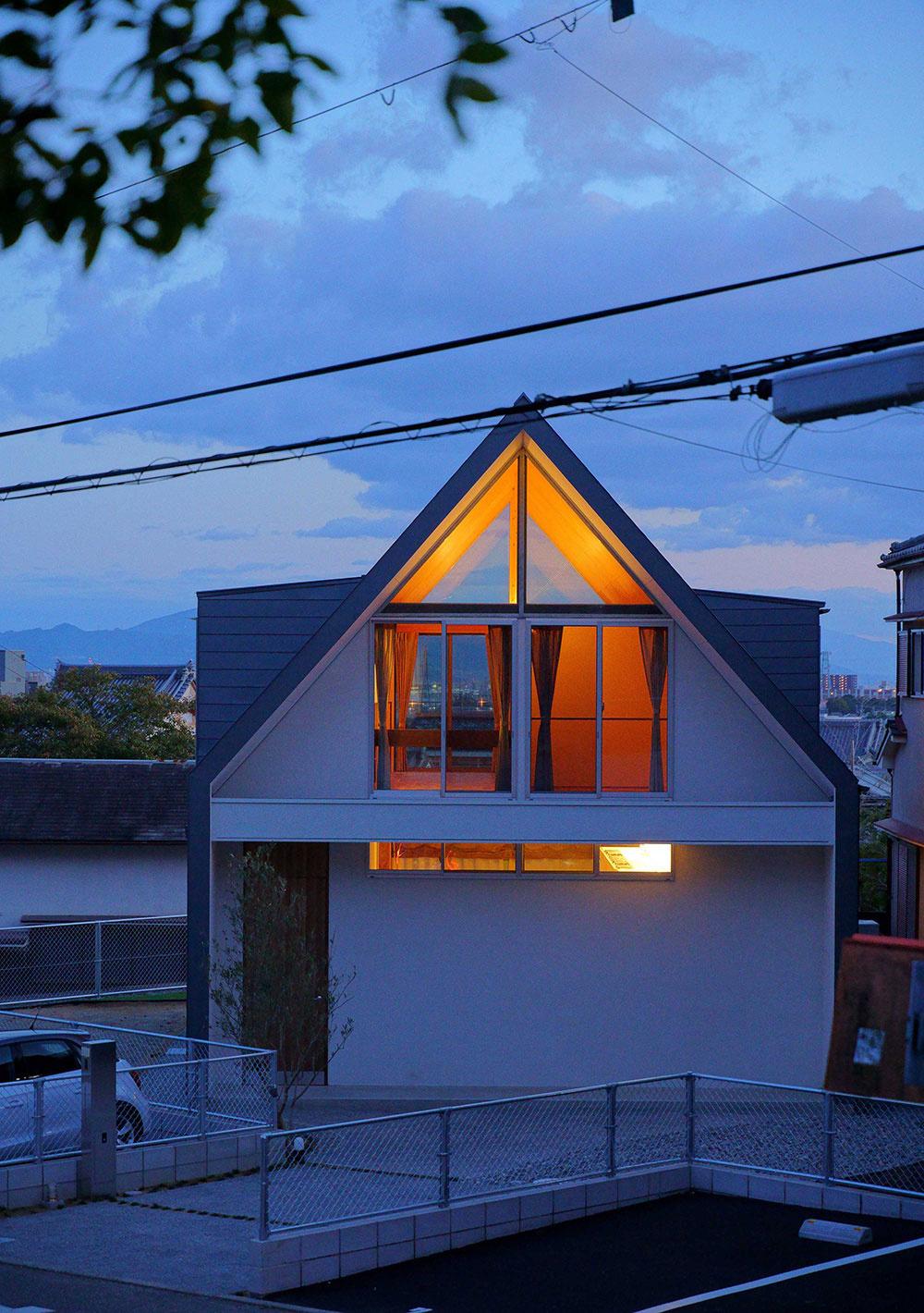 Dom v Tsukawaki
