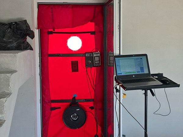HELUZ ponúka širokej verejnosti zmeranie vzduchotesnosti obálky domu z tehál HELUZ pomocou Blower door testu