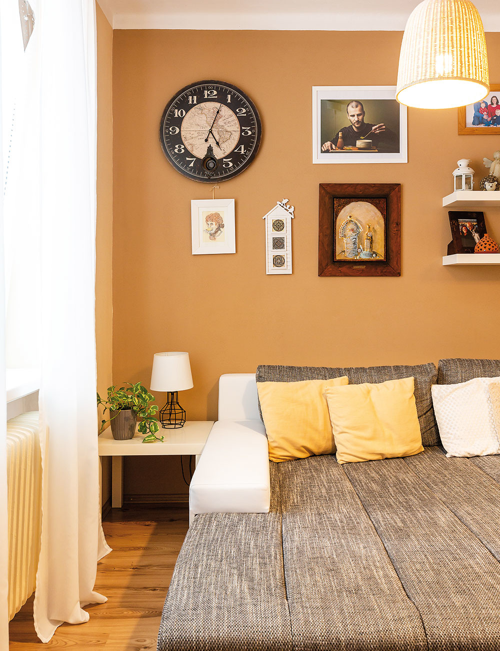 obrázky a foto na stene
