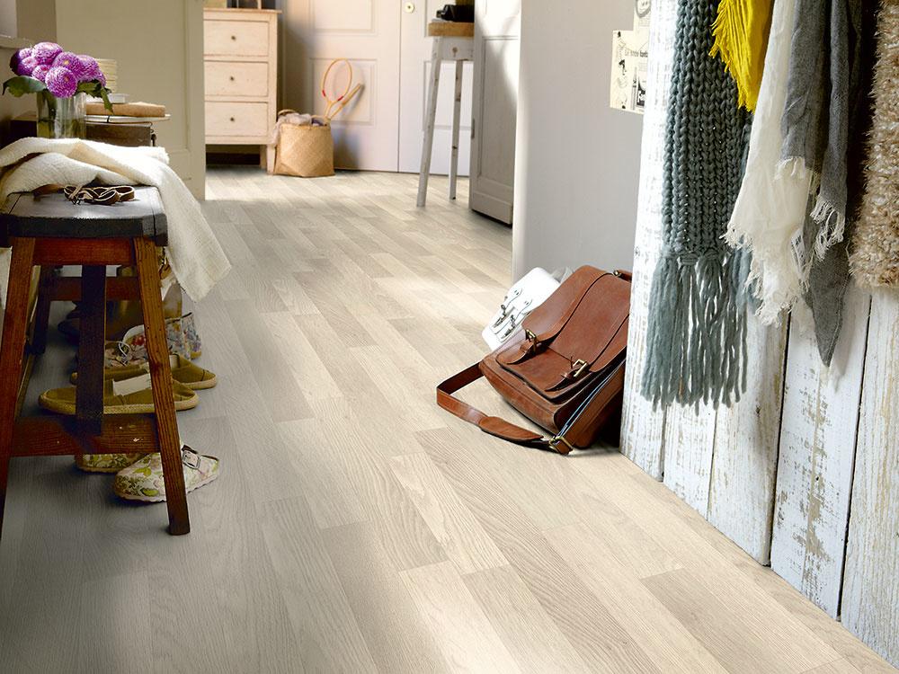 Škandinávsky nádych Mäkké PVC so sivým dekorom dreva je vhodné do moderného i tradičného interiéru, pretože sa dobre kombinuje s nábytkom i doplnkami. Štýlový tkaný vinyl so šírkou 4 m a s hrúbkou 2,80 mm s dekorom dreva za 12,99 €/m kúpite na www.hornbach.sk.