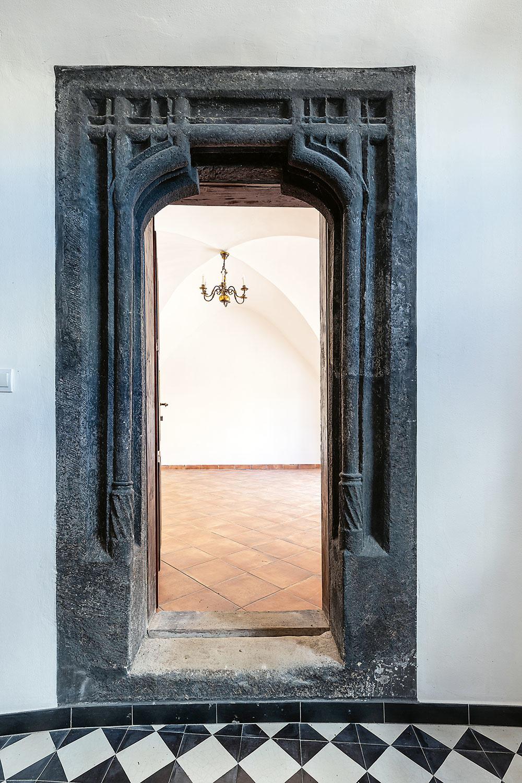 kamenný portál zobdobia gotiky