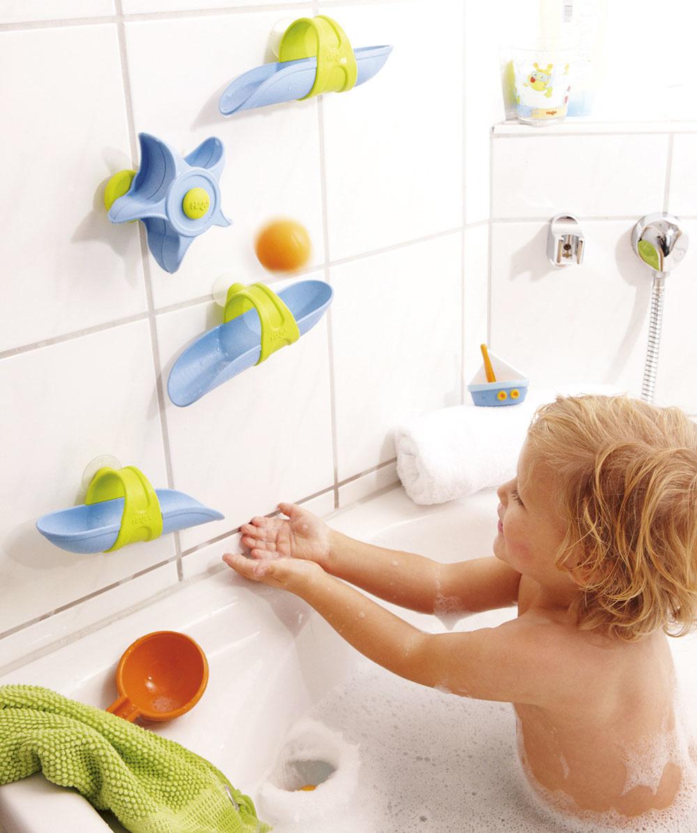 SERIÓZNE ČINNOSTI, ako sú umývanie či čistenie zubov, deti veľmi neobľubujú azväčša pri nich špekulujú. Hry ahračky do vane spravia znevyhnutnej povinnosti veľkú zábavu.