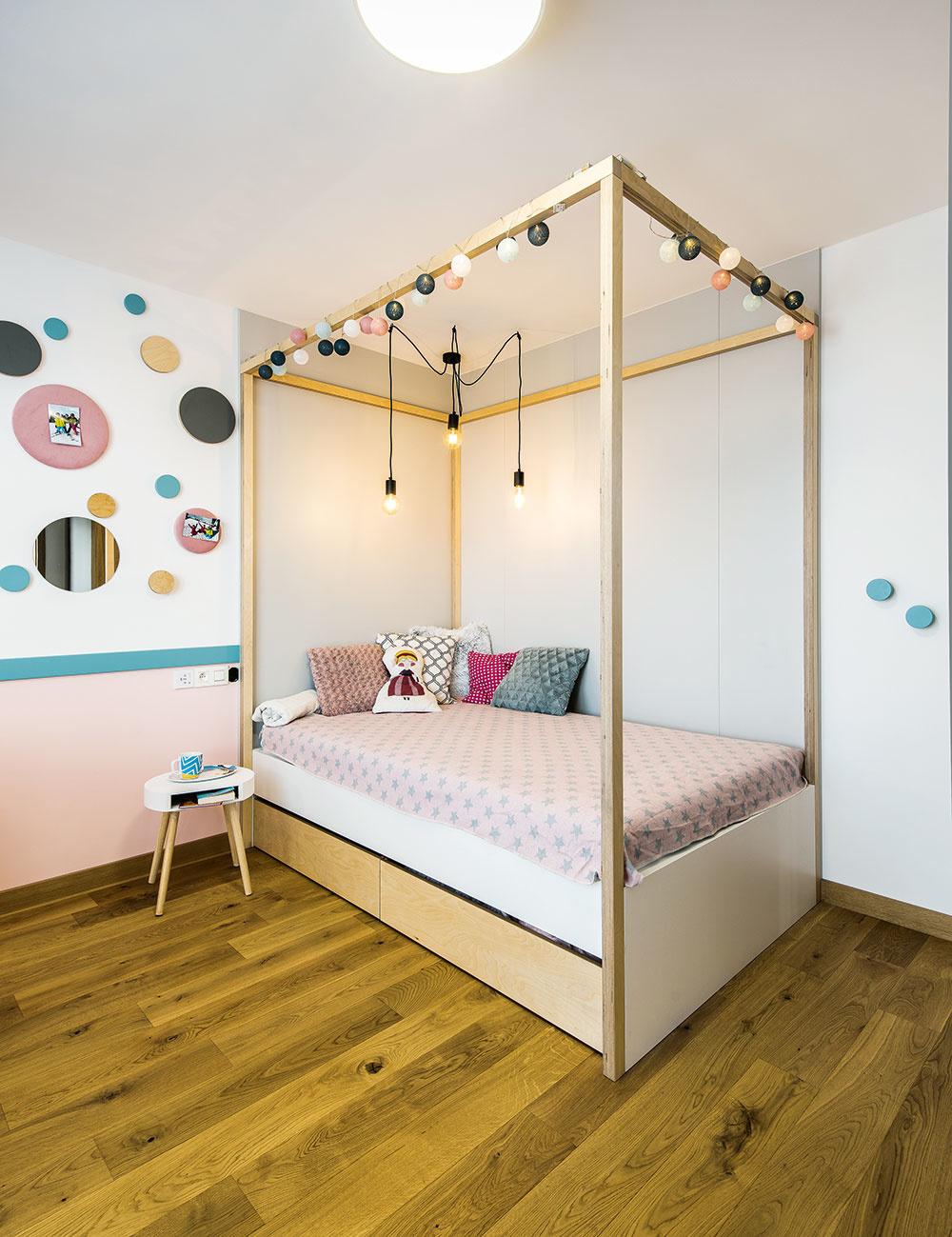 dievčenská izba v dome