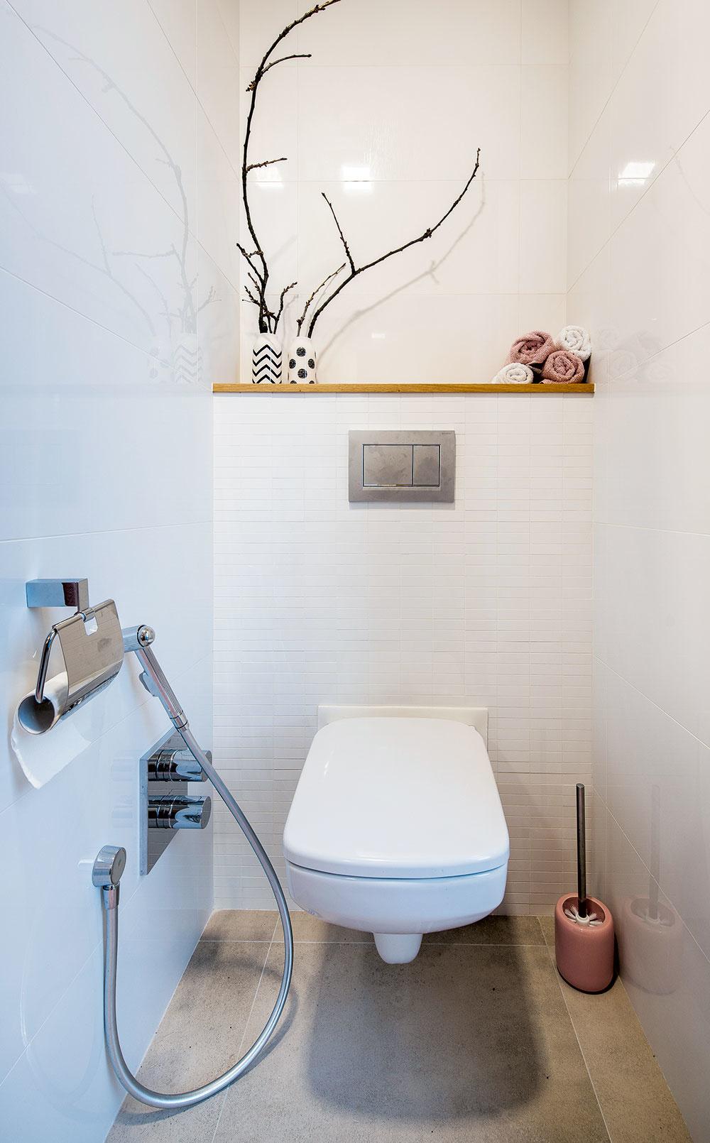 dievčenská toaleta
