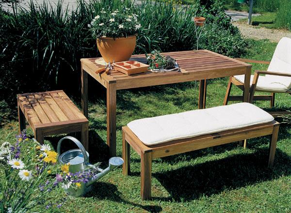 Typy a umiestnenie záhradného nábytku
