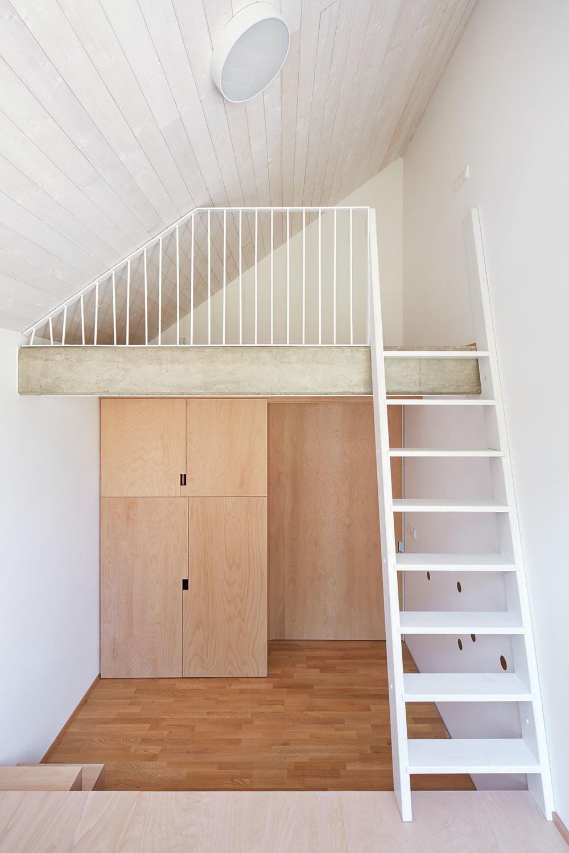 schody na galeriu