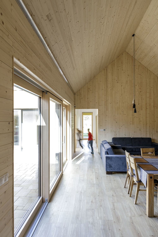 obývačka v drevostavbe