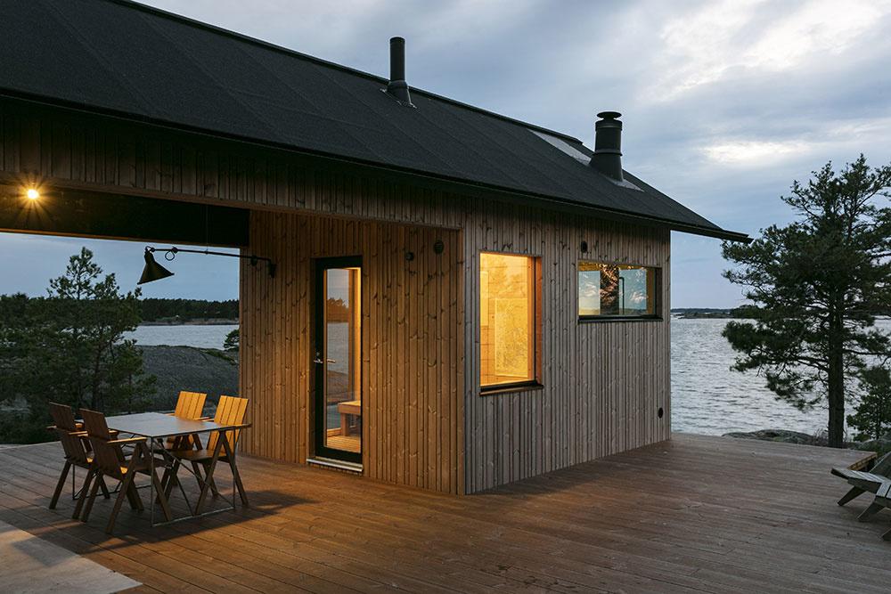 chata Ö s drevenou terasou s posedením