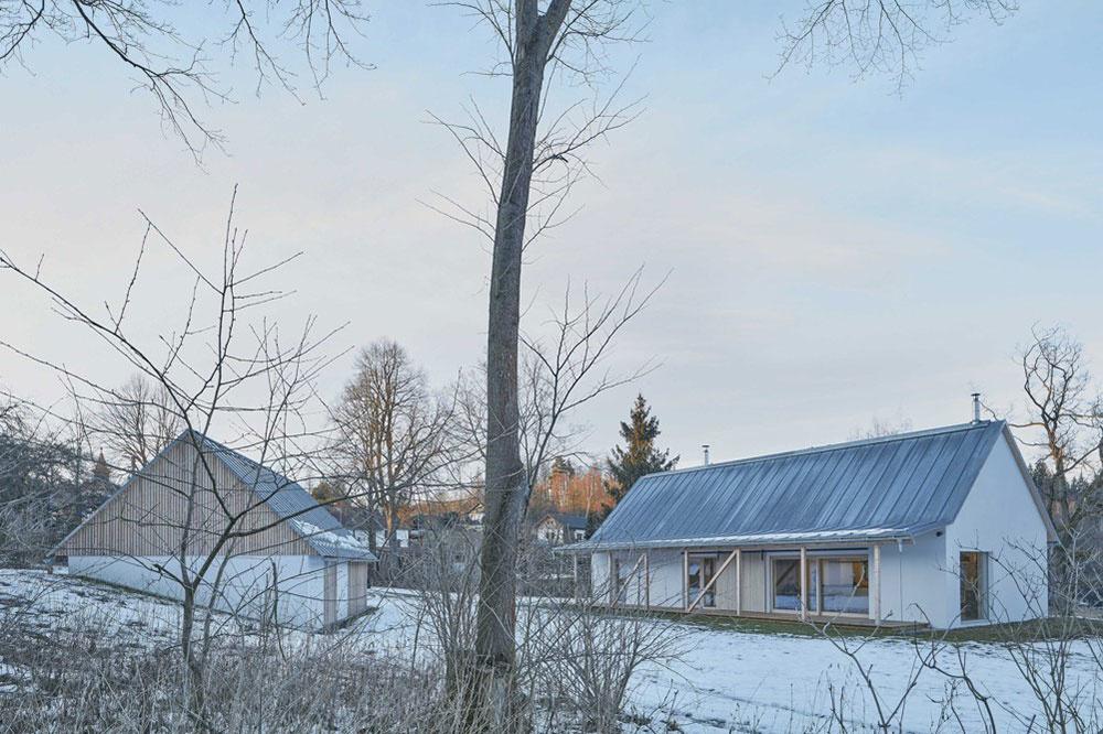 rodinný dom na vidieku s pridruženou stodolou