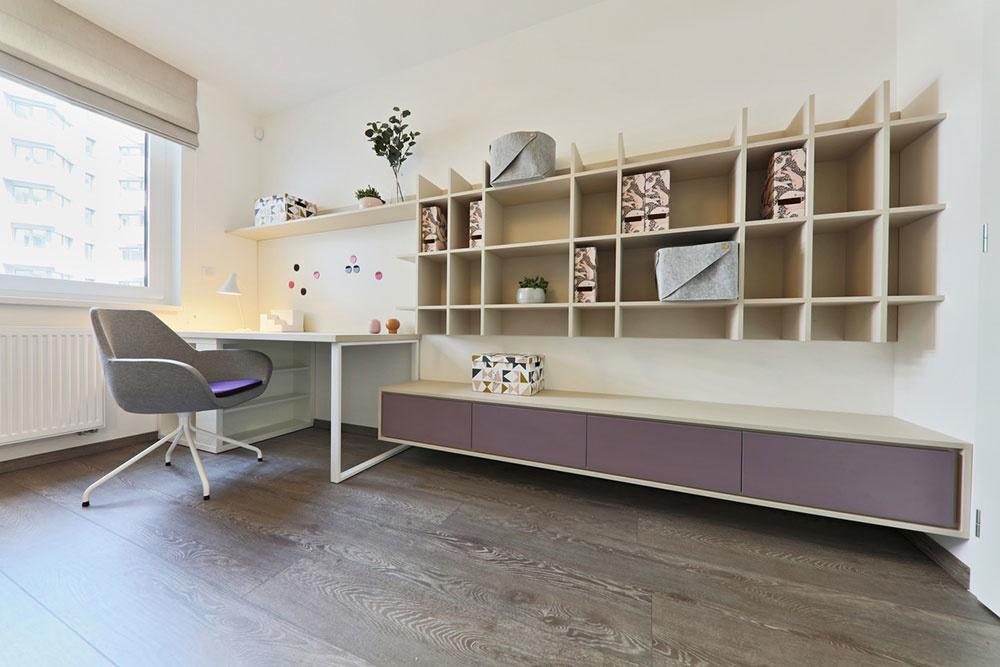 izba a skrinky na stene