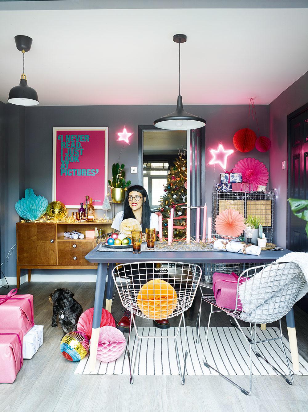 Nábytok a doplnky vyberala a nakupovala Roxanne v obľúbených reťazcoch IKEA, Matalan a H&M. Kombináciu škandinávskeho dizajnu s nadčasovými kúskami kde-tu ozvláštnila zachovaným kúskom z blšieho trhu.