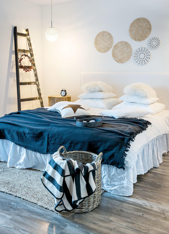 hlavná spáľňa v dome v škandinávskom štýle