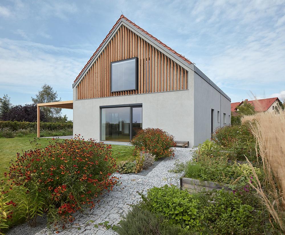 PRED a PO: Rekonštrukcia nepraktického katalógového domu