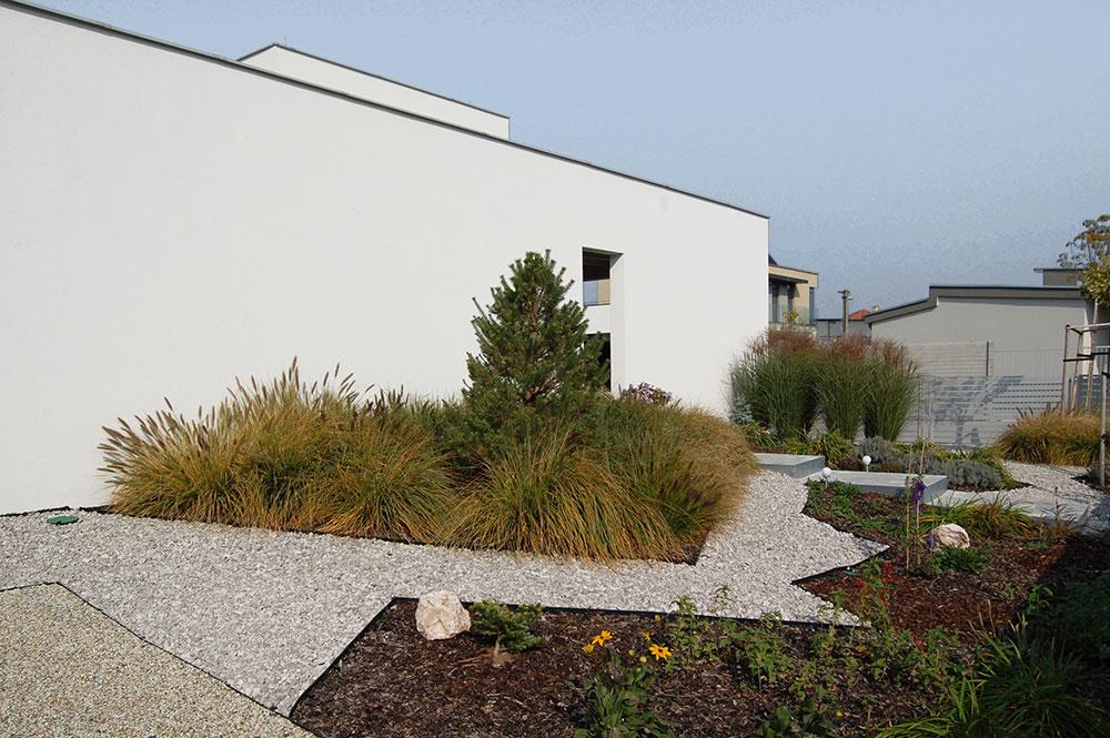 okrasná záhrada pri dome