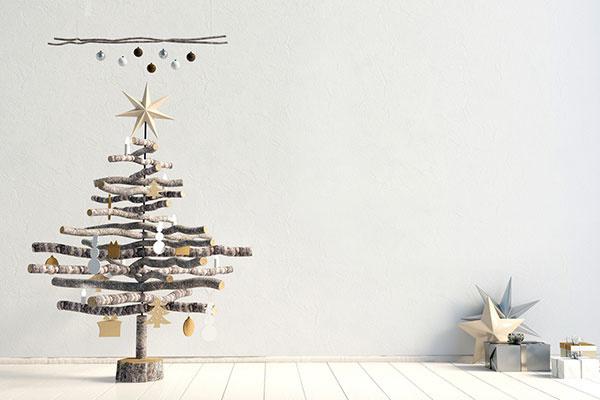 Máte málo priestoru? Aj malý vianočný stromček dokáže vyčarovať skvelú atmosféru!