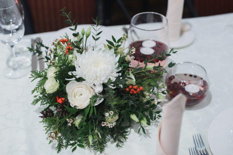 Zimné kvetinové aranžmány, ktoré oceníte nielen na slávnostnom stole