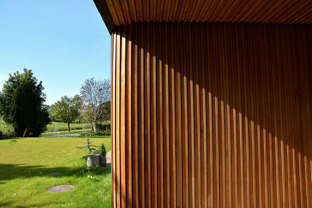 drevené obloženie a zaoblený roh