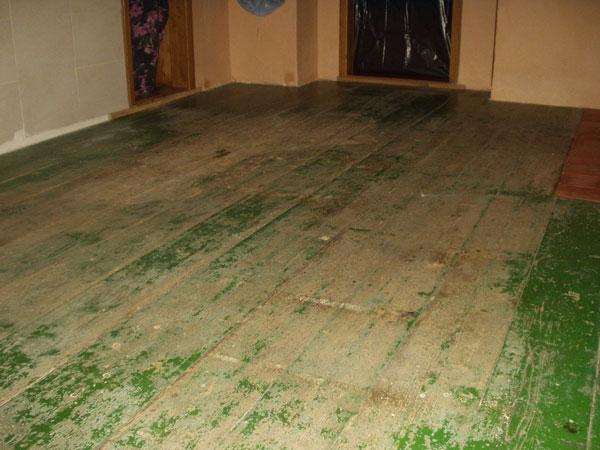 Pod kobercami bol ukrytý hotový poklad: krásna drevená podlaha