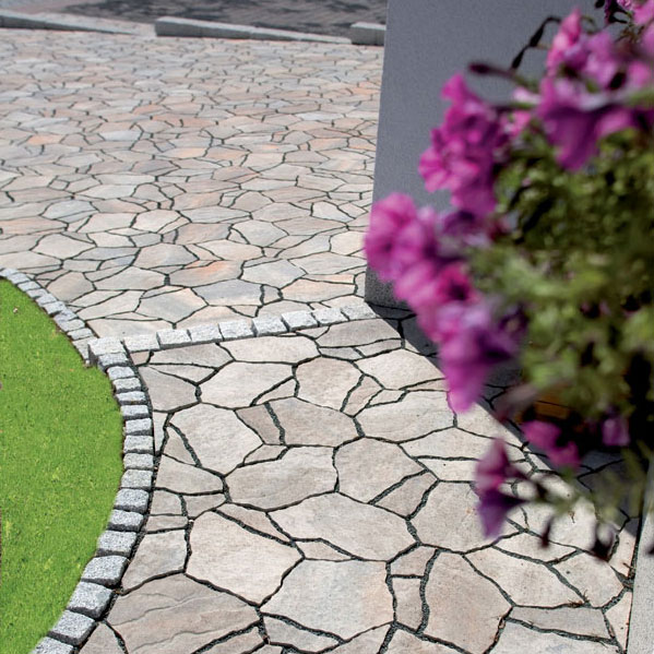 Ako dosiahnuť prirodzený vzhľad terás a chodníkov?