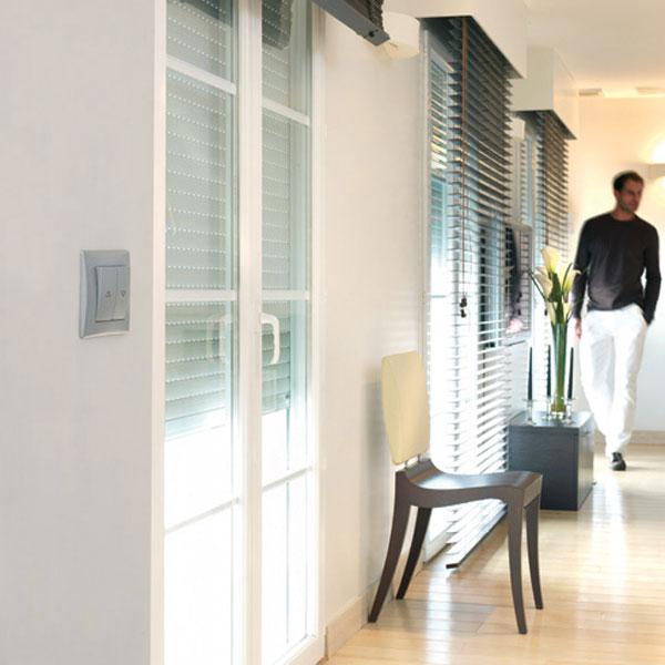 Na nerovný povrch steny nasaďte špeciálny vypínač