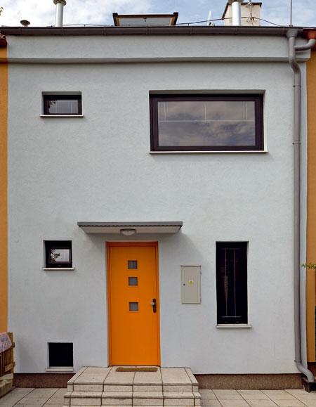 Dom v zástavbe radových rodinných domov