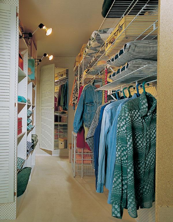 Miesto skríň šatník za stenou