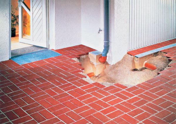 Dobrá strecha = súlad kvalitnej krytiny, klampiarskych prvkov a montáže