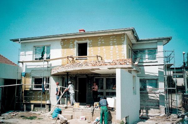 Kto dozerá na stavbu individuálneho stavebníka?