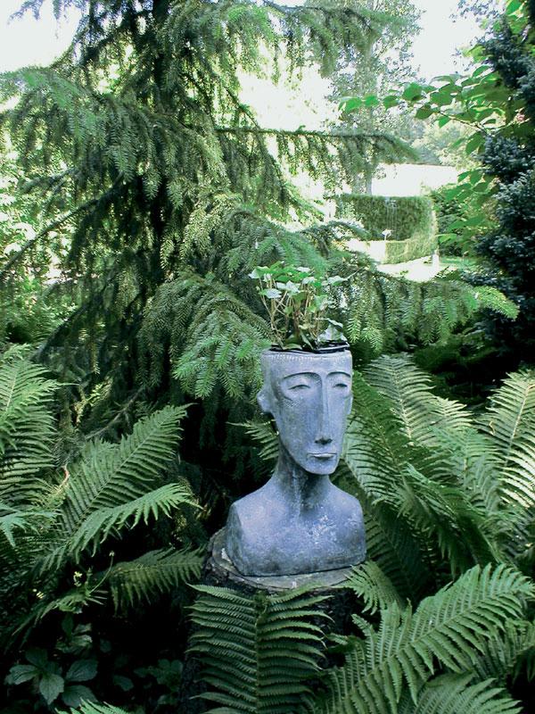 Skulpturálne prvky a výtvarné doplnky v záhrade