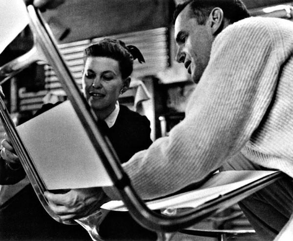 Nesmrteľné stoličky Ray a Charlesa Eamesovcov