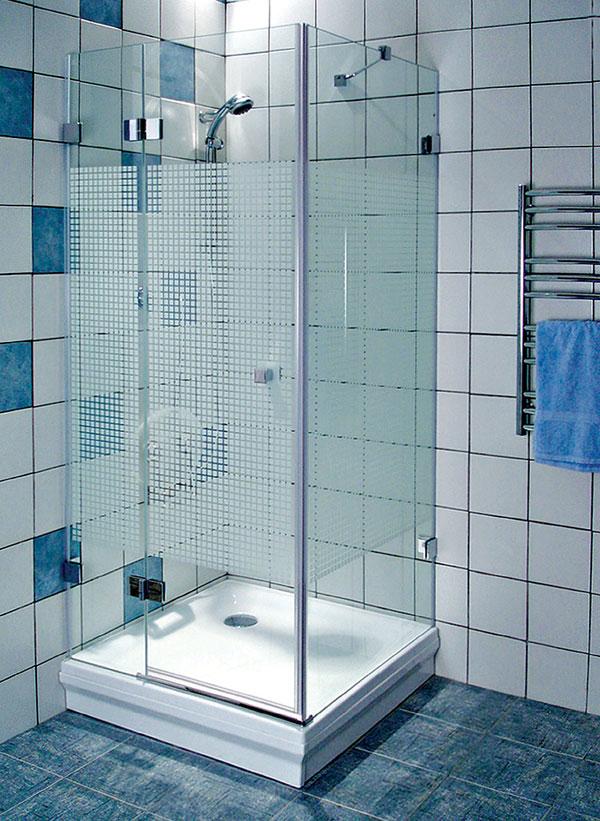 Sprchovanie v objatí skla a chrómu