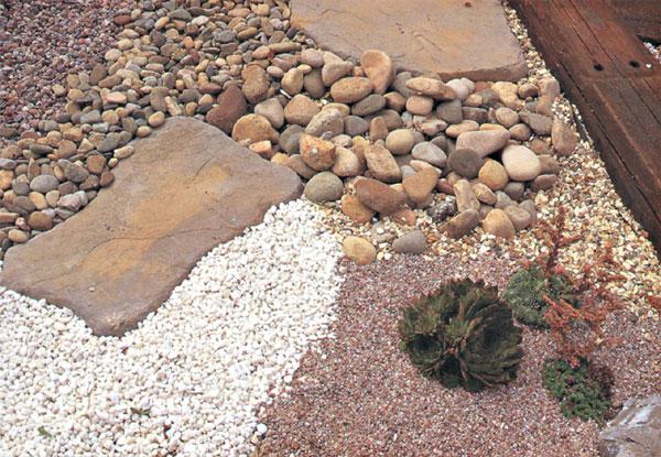 """Štrk a kamene v záhrade – záhradka """"ľavou zadnou"""""""
