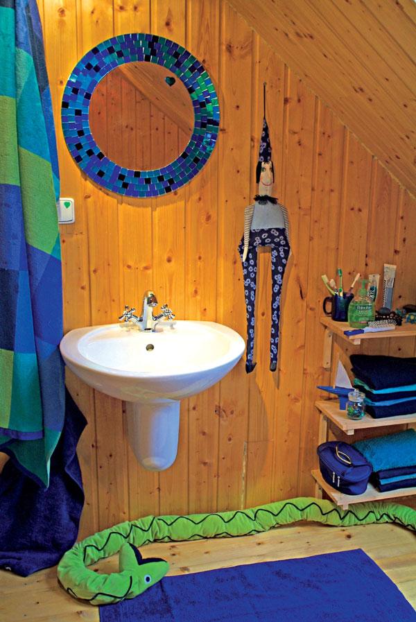 Tip na útulnú kúpeľňu: alebo: o dreve, ktoré sa spriatelilo s vodou