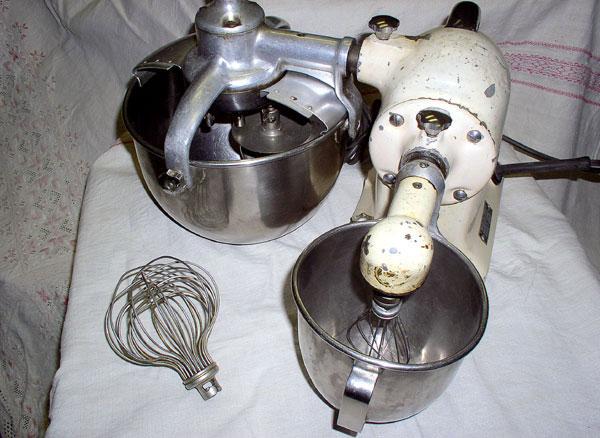 Od ručného strojčeka ku kuchynskému robotu