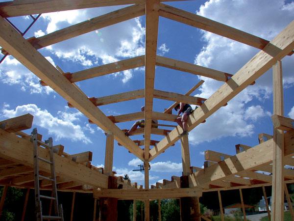 Dom zo slamy: Tradičná technológia budúcnosti