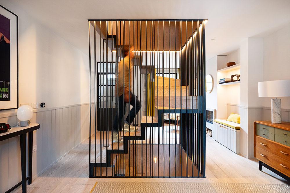 ústredné schodisko v dome