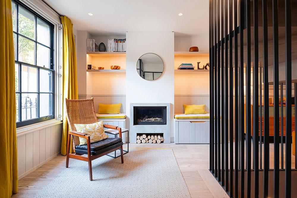 Samozrejmosťou vtakomto interiéri je aj nábytok vyrobený na mieru. Nájdete tu rôzne zákutia so sedením, dômyselné úložné riešenia apolicové systémy.