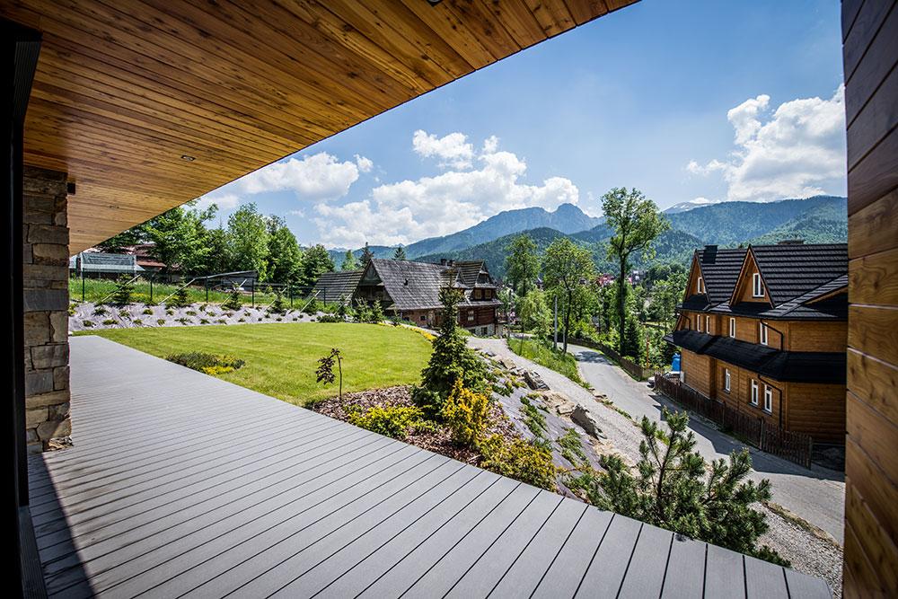 výhľad z terasy chaty