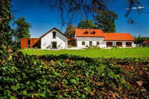 S mizivou šancou na záchranu sa farma nakoniec premenila na moderné bývanie