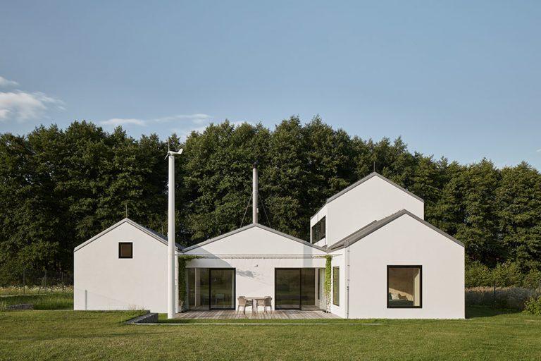 Rodinný dom na lúke ako letovisko pre tri generácie