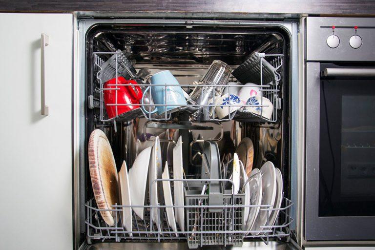 Ako správne uložiť riad do umývačky? Neopakujete tieto chyby?