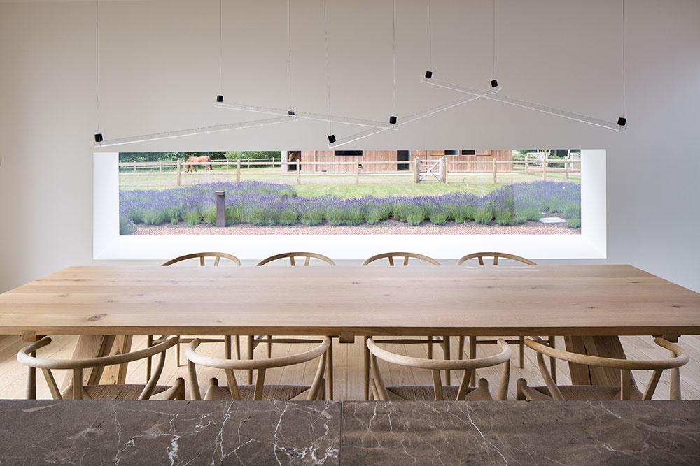 jedálensky stol