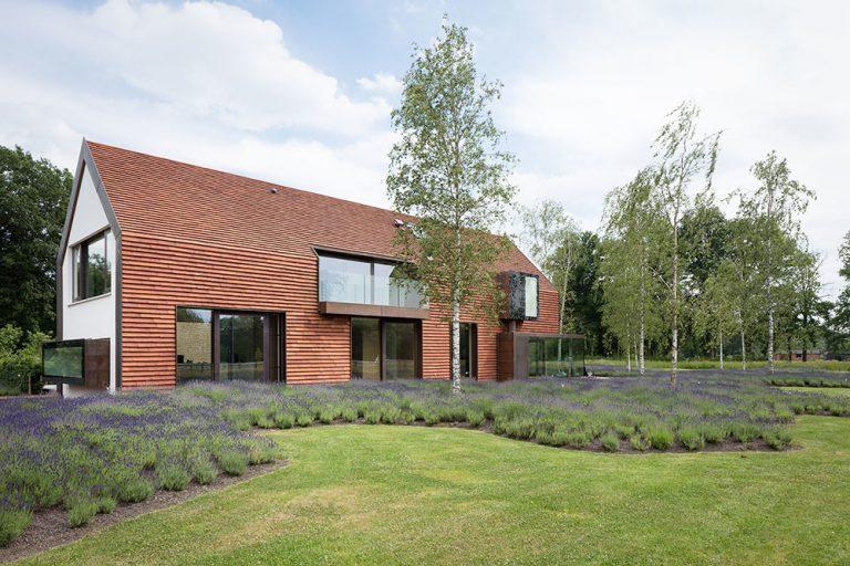 Nový dom pri starej stodole: Keď sú dôležité hodnoty a nie trendy