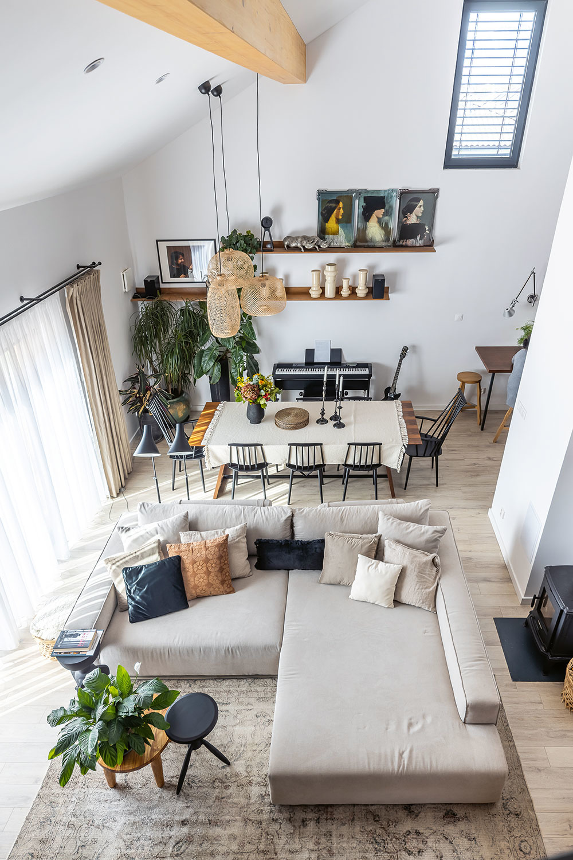 veľká sedačka v obývačke