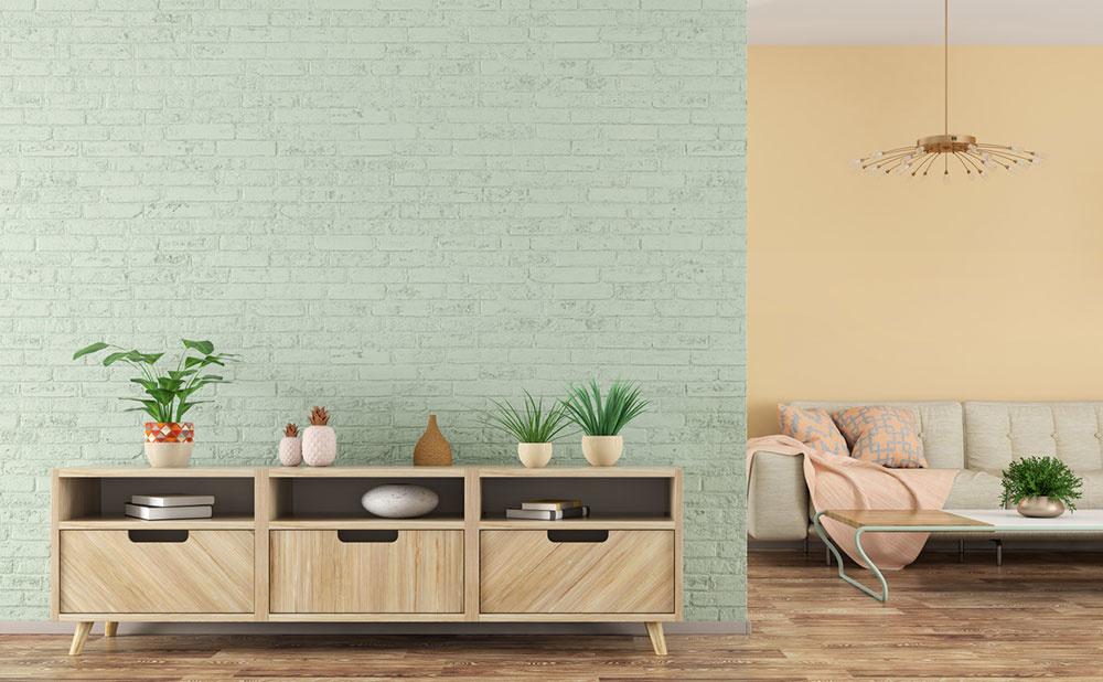 interiér so skrinkami a kreslom