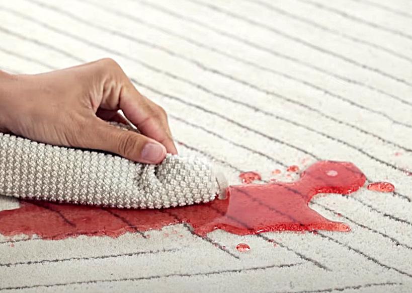 Ako vyčistiť škvrny na koberci šetrne
