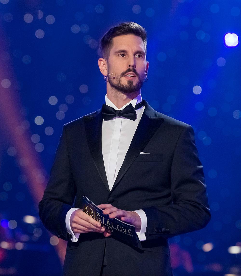 """Standupový komik Jakub """"Zitron"""" Ťapák sa predviedol ako moderátor po boku Jarky Lajčákovej Hargašovej."""
