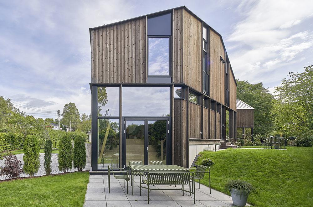 Na jednom pozemku tri drevené domy, ktoré si navzájom neprekážajú