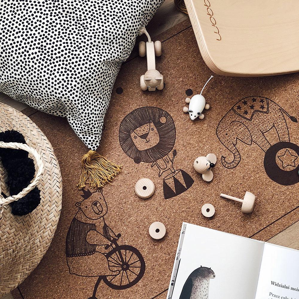 Korok sa dá použiť na steny, na podlahy alebo ako alternatíva kusového koberca, napríklad do detskej izby.
