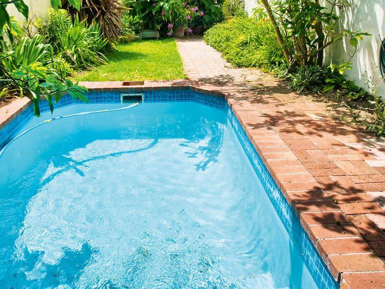Ako pripraviť vonkajší bazén na sezónu?